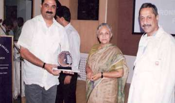 ink thrower kamran siddiqui posed with sheila...