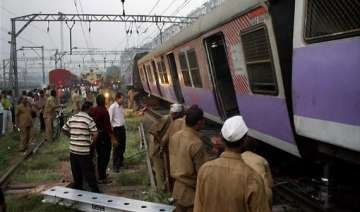 kasara bound local train derails in mumbai 1 dead...