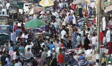kashmiris throng markets to shop for eid ul fitr...