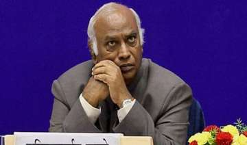 kharge takes charge as railway minister - India TV