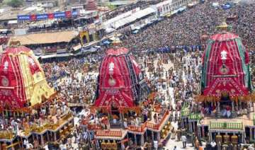 lakhs of devotees throng puri rathyatra - India TV