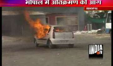 lathicharge teargas after bhopal residents resist...