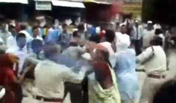 mp police manhandle women during protest - India...