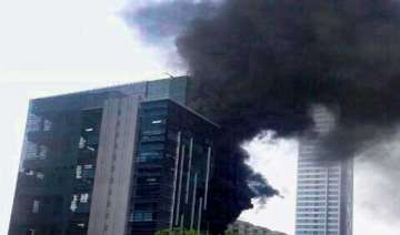 major fire breaks out in mumbai high rise - India...