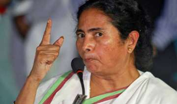 mamata banerjee flays centre over food security...
