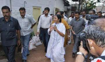 mamata to take oath at 1 05 pm because of amrit...