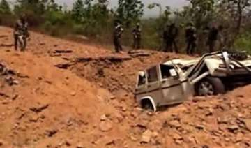maoists attack civilian jeep 4 injured - India TV