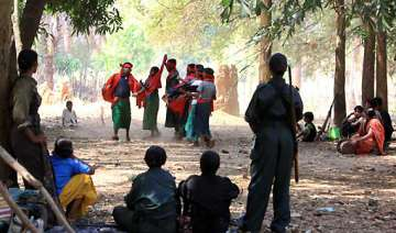maoists set free 3 abducted persons - India TV