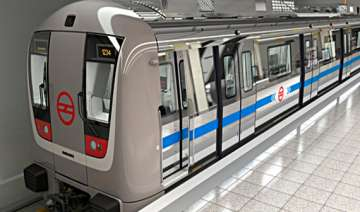 metro will run upto noida golf course from oct 12...