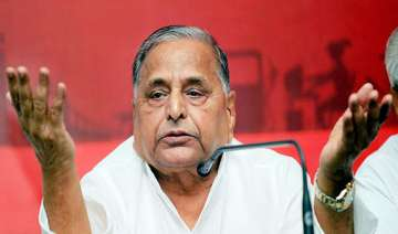 mulayam claims then prez s d sharma knew of babri...