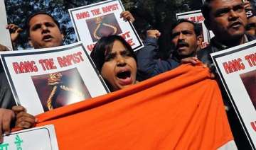 mumbai gangrape journalists stage silent protest...
