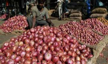 nashik onion farmers show black flags to delhi...