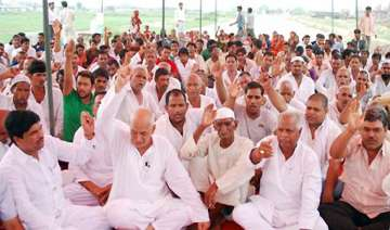 noida farmers suspend agitation for 3 months -...