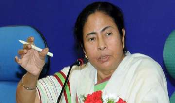 not in favour of toppling govt mamata - India TV