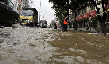 one killed as incessant rains lash hyderabad -...