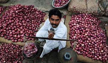 onions selling for rs 70 90 a kg in delhi nafed...