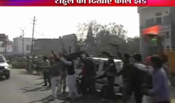 sp workers attempt to block rahul convoy 15...