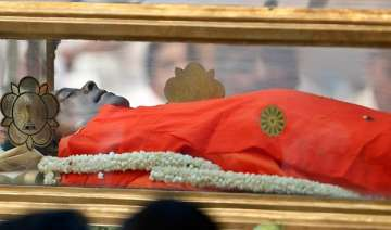 sathya sai baba laid to rest in samadhi - India TV