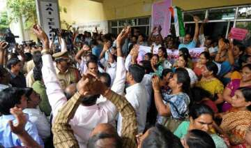 seemandhra cong leaders to step up demand for...