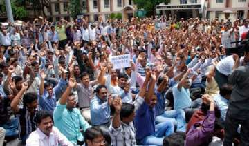 seemandhra government teachers agree to call off...
