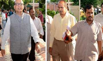singhvi lashes out at team anna - India TV