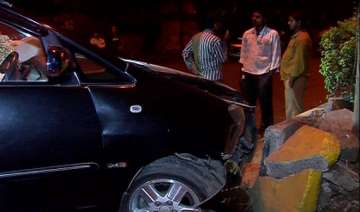 six injured in car collision in andheri mumbai -...