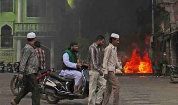six cars set on fire in old hyderabad - India TV