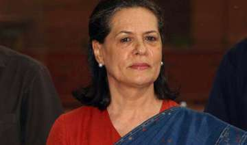 sonia skips pm s lunch for zardari - India TV