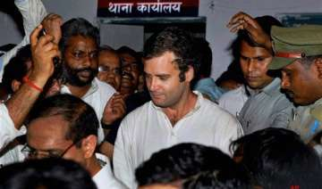 stampede like situation at rahul s convention...