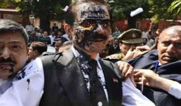 subrata roy kept in same cell where once amar...