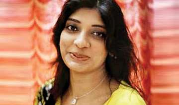 surat woman gives jigna s cellphone to police...