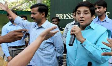 team anna attacks centre for toothless lokpal...