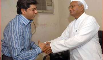 team anna divided over raj hazare praises mns...