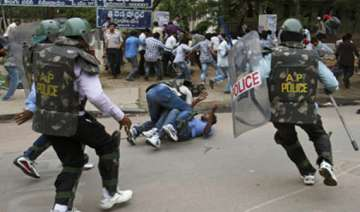 telangana centre rushes 7 500 troops to andhra -...