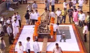 thackeray s public cremation marks a first for...
