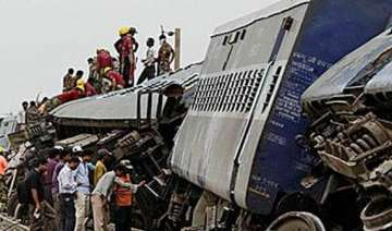 40 injured in train collision in north bengal -...