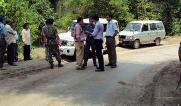 two cops injured in naxal attack - India TV