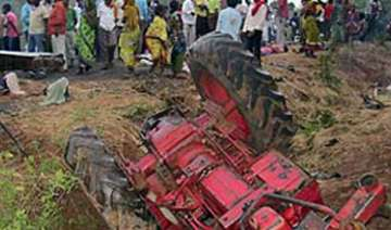 two die as tree falls on tractor - India TV