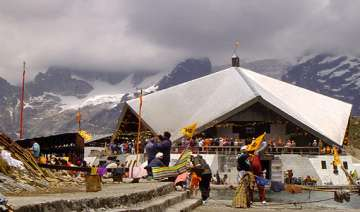 uttarakhand over 3 000 sikh pilgrims trapped in...