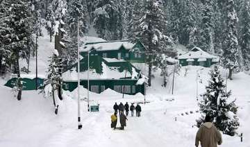 valley shudders srinagar 4.3 gulmarg 8.2 - India...
