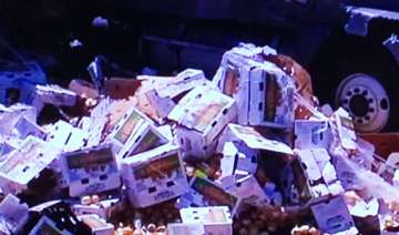 villagers loot overturned truck carrying onions...