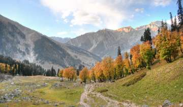 why kashmir is called heaven on earth watch pics...