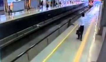 woman commits suicide at delhi metro station -...