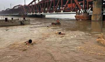 yamuna recedes in delhi but more people evacuated...