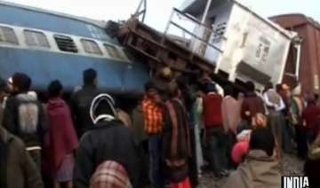 5 killed as brahmaputra mail collides with goods...