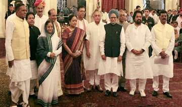 7 ministers dropped gurudas kamat quits moily...
