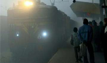31 trains cancelled due to dense fog - India TV