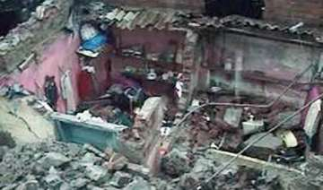 11 workers die in wall collapse in thane - India...