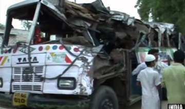 15 killed as bus rams into tree - India TV