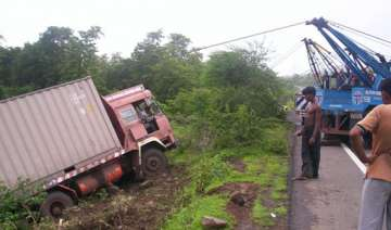 25 workers killed in truck mishap in gujarat -...